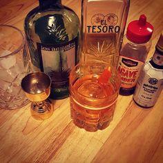 On the menu tonight: Oaxaca Old Fashioned...didn't have Del Maguey San Luis Del Rio so I subbed Los Amantes Joven Credit to #deathandco #eltesoro #resposado #tequila #losamantes #joven #mezcal #agave #angostura #bitters #orangetwist #garnish #clearice #glassware