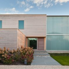 Bridgehampton Residence by Gluckman Mayner Architects Modern Residential Architecture, Scandinavian Architecture, Creative Architecture, Beautiful Architecture, Interior Architecture, Exterior, Built Environment, Architect Design, Building A House