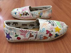 Items similar to All White Disney Themed Toms [Dooney and Bourke Style Toms] Disney Toms. Can be made on Disney Vans or Disney Converse. Disney Converse, Disney Shoes, Disney Outfits, Disney Fashion, Fashion Fashion, Runway Fashion, Fashion Trends, Disney Painted Shoes, Hand Painted Shoes
