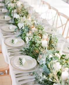 21 Incredibly Gorgeous Floral Runner Ideas Guests Will Flip Over – Table settings - Wedding Table Wedding Table Decorations, Wedding Table Settings, Wedding Centerpieces, Place Settings, Tent Decorations, Decor Wedding, Table Centerpieces, Round Table Settings, Masquerade Centerpieces