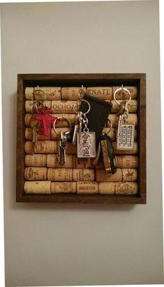DIY Wine Cork Craft Project Ideas | http://handmadness.com/2017/10/30/diy-wine-cork-craft-project-ideas/ #ChairRecicle