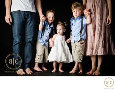 Bridget Corke Photography - Studio Family Shoot in Johannesburg: Family Portraits What To Wear, Studio Family Portraits, Family Pictures What To Wear, Family Portrait Outfits, Studio Portrait Photography, Family Portrait Poses, Family Maternity Photos, Family Outfits, Family Posing