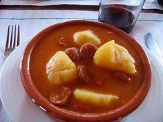 Cómo hacer patatas a la riojana - Pasos para hacer patatas con chorizo - SaborGourmet.com