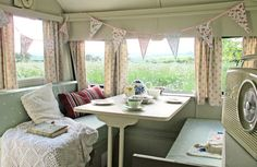 caravan interior 369928556879023701 - FFS…more bunting. But the colors are lovely and it's a very sweet scene. 1957 Cheltenham Waterbuck vintage caravan interior Plus Source by alieshanz Shabby Chic Caravan, Vintage Caravan Interiors, Caravan Vintage, Caravan Decor, Vintage Caravans, Vintage Travel Trailers, Caravan Ideas, Vintage Campers, Retro Trailers