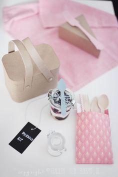 Fräulein Klein : 12 GOLD Gastgeschenketipps - DIY Picknick Kit • Kuchenbox und Blaubeer-Cheesecake auf zweierlei Art