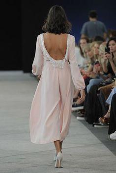 Inuñez Evening Dresses For Weddings, Evening Outfits, Event Dresses, Dress Outfits, Fashion Dresses, Dress Up, Fashion Show, Fashion Looks, Fashion Details
