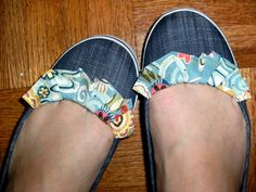 add ruffle to shoes Mandipidy: Tutorial [Shoe Makeover]. . .