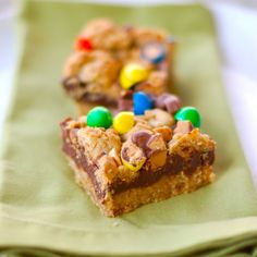 These would be cute for Easter with the Easter themed candy Fun Desserts, Delicious Desserts, Dessert Recipes, Fudge Recipes, Bar Recipes, Brownie Bar, Cookie Bars, Rice Krispie Bars, Fudge Sauce