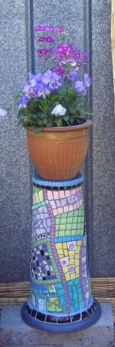 Retro Broken China Mosaic Plant Stand made by Karyne, Viva Mosaic Diva on Flickr - Uses a terracotta bird bath for the base.