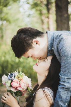 Korean Couple Photoshoot, Pre Wedding Photoshoot, Wedding Poses, Wedding Shoot, Wedding Couples, Korean Wedding Photography, Couple Photography, Prenuptial Photoshoot, Photoshoot Concept