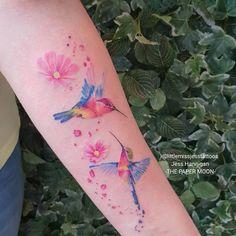 Hermoso Colibríes y flores por Jess Hannigan Girly Tattoos, Dream Tattoos, Future Tattoos, Love Tattoos, Sexy Tattoos, Body Art Tattoos, Tattoos For Women, Tatoos, Hummingbird Flower Tattoos