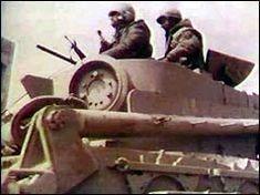Кто сказал, что от всех этих военных железяк народному хозяйству одни убытки ? Во пример обратного - военная железяка (M32 Tank Recovery Vehicle; SIPRI сообщает о поставке 40 экземпляров в 1955) вместе с мирным трактором выпрямляют завалившийся тоже мирный прицеп. Но основная задача всё-же -…