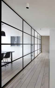 Glass Wall with Black Mullions | Peter Clarke Photography