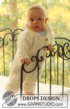 """Knitted DROPS jumpsuit in """"Eskimo"""". ~ DROPS Design. Free Knitting Pattern for Baby."""
