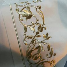 Birazda detay olsun deyilmi Couture Embroidery, Beaded Embroidery, Cross Stitch Embroidery, Embroidery Patterns, Hand Embroidery, Velvet Shawl, Gold Work, Thread Work, Caftans
