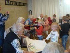 ouderen bewegen met kleuters