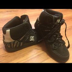 DCs Excellent condition. Worn 3 times. Black and silver. DC Shoes