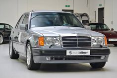 Deze Mercedes-Benz 500E W124 wordt in Nederland te koop aangeboden door Auto Leitner. Met slechts 41.513km op de teller doet deze Benz werkelijk aan als