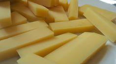 'Sbrinz' suizo, pasta cocida.  Notas a caramelo tostado, piña fruto seco.  18 meses de maduración cada unidad de alrededor de 30 kg. Cata #queso #UEC #UCMgastro. Imagen Nuria Blanco @nuriblan, @UCMgastro (22.03.2014)