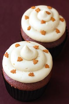 Gingerbread Cupcakes With Molasses Cream Cheese Frosting | gimmesomeoven.com