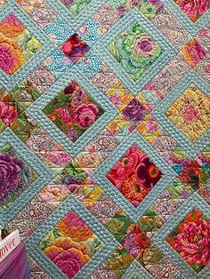 Scrappy Quilt Patterns, Modern Quilt Patterns, Scrappy Quilts, Easy Quilts, Bright Quilts, Colorful Quilts, Quilting Projects, Quilting Designs, Flower Quilts