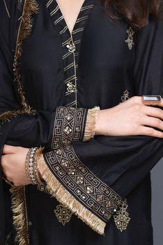 Kurti Neck Designs, Kurta Designs Women, Kurti Designs Party Wear, Blouse Designs, Embroidery Suits Punjabi, Kurti Embroidery Design, Embroidery Leaf, Western Dresses For Women, Stylish Dresses For Girls