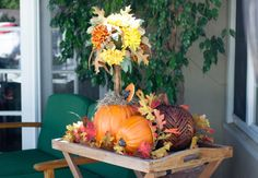 Pumpkin Topiary {Click through for more decorating ideas!} #DIY #Halloween