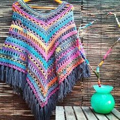 Bo-M: Poncho mesclad Poncho Au Crochet, Mode Crochet, Crochet Poncho Patterns, Shawl Patterns, Crochet Scarves, Crochet Clothes, Knit Crochet, Crochet Gifts, Crochet Capas