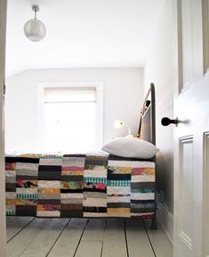 this is really cool quilt. not the traditional look. I really want to sew a quilt, and I'm thinking something like this would be neat