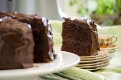 Det lyser fest lang vei av denne kaken, høy og mørk som den er! Metter