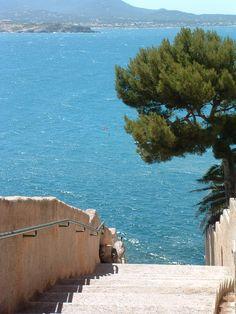 Sanary sur Mer - Provence-Alpes-Côte d'Azur Haute Provence, Provence France, Paris France, Beautiful World, Beautiful Places, Belle Villa, City Landscape, French Riviera, South Of France