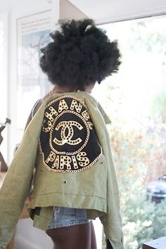 chanel army jacket love the look of that. Maeby I would change the chanel into some other brand, though Chanel Fashion, Fashion Beauty, Fashion Killa, Cc Fashion, Couture Fashion, Diy Moda, Street Chic, Street Style, Glamorous Chic Life