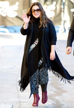 Melissa McCarthy showed off her slimmer figure and fabulous shoes while en route to Jimmy Kimmel Live! on Thursday, Nov. see the photos Curvy Fashion, Plus Size Fashion, Womens Fashion, Fall Fashion, Plus Size Womens Clothing, Plus Size Outfits, Size Clothing, Melissa Mccarthy Clothing, Plus Size Inspiration