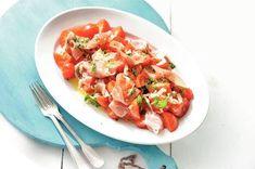 Tomatensalade met serranoham - Recept - Allerhande - Albert Heijn Low Carb Recipes, Healthy Recipes, Bruschetta, Salad Recipes, Potato Salad, Food And Drink, Potatoes, Detox, Meat