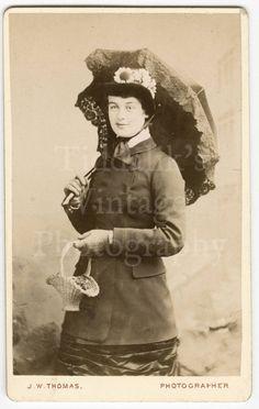 CDV Carte de Visite Photo Young Victorian Standing Lady