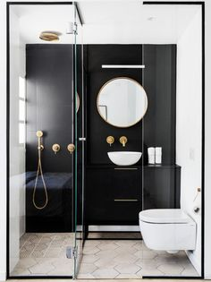 """"" Discover the small Italian bathroom. Trend and practice, the d … – Medicine Cabinets Pin """" Discover the small Italian bathroom. Trendy and practical, the Italian shower brings style and space saving. Scandinavian Bathroom Design Ideas, Modern Bathroom Design, Bathroom Interior Design, Bathroom Designs, Restroom Design, Italian Bathroom, Marble Showers, Glass Showers, Bathroom Styling"