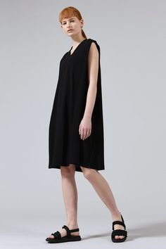 Aine Cotton V-neck Dress in Black Spring Summer 2018, V Neck Dress, Cotton Dresses, Knit Dress, Cashmere, Women Wear, Product Launch, Normcore, Celebrities