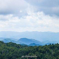 majestic layers... . . #chasinglight #justgoshoot #acertainslantoflight #makemoments #toldwithexposure #acolorstory #vsco #vscocam #nothingisordinary #visualsoflife #openmyworld #ourplanetdaily #lonelyplanet #passionpassport #theoutbound #finditliveit #exploremore #bestvacations #natgeo #travelstoke #wonderful_places #greatsmokymountains #mountainsarecalling #mountainscape #exploretn