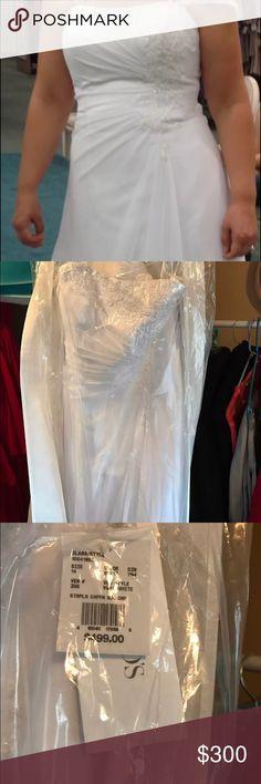 Davids bridal wedding dress strapless size 14 nwt Brand new wedding dress with tags. Strapless. Beautiful embroidered dress. David's Bridal Dresses Strapless