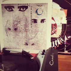 Siouxsie & the Banshees / Through the Looking Glass 1987, o lo que es lo mismo: el disco de los covers chingones. #vinyl #crosley
