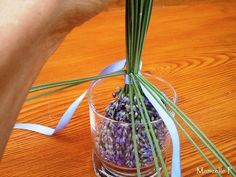 Tuto: Fuseau de lavande - Mamzelle P Lavender Wands, Lavender Crafts, Lavender Soap, Crafts For Girls, Diy For Kids, Victorian Decor, New Things To Learn, Garden Crafts, How To Make Wreaths