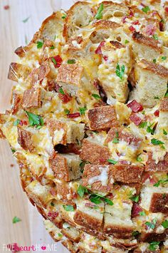 Cheesy Pull-Apart Bread with Bacon, Garlic, Cheddar and Swiss ~ the ultimate snack for your Super Bowl party! Not as good reheated* Yummy Appetizers, Appetizers For Party, Appetizer Recipes, Snack Recipes, Party Snacks, E Cooking, Cooking Recipes, Cooking Ideas, Food Ideas