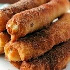 Fried Cheesecake Roll-Ups - use flaky, buttery crescents to make a quick and delicious dessert or brunch item. Can use fruit preserves as a dip. Just Desserts, Delicious Desserts, Dessert Recipes, Yummy Food, Tasty, Dessert Drinks, Yummy Snacks, Cupcake Recipes, Yummy Treats