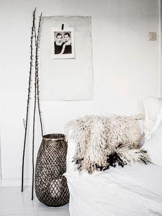 in love with this Boho Luxe interior by Losari Homes Scandinavian Interior, Scandinavian Style, Interior Modern, Interior Styling, Interior Decorating, Interior Design, Decorating Ideas, Ethnic Chic, Estilo Boho