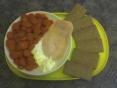 Mrkev, tavený sýr, dětská kuřecí šunka a křehké plátky s vlákninou a slunečnicí.