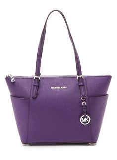 Michael Kors leather shoulder bag  http://rstyle.me/n/vtwdnpdpe
