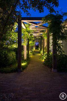 Tuininspiratie De Rooy Hoveniers landelijke tuin buiten verlichting pergola Nieuwendijk