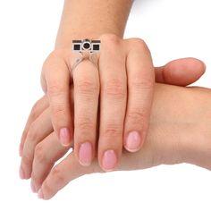 Eenvoudige zilveren ring met ebbenhout. Ontwerp Atelier Jan Kerkstra | Marion Pannekoek