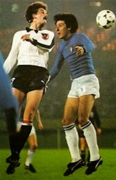 Italy 1 Austria 0 in 1978 in Buenos Aires. Robert Prohaska and Gaetano Scirea in action in the Group stage at the World Cup Finals. English Football League, World Cup Final, Fifa World Cup, Austria, Finals, Running, Sports, Stage, Photography