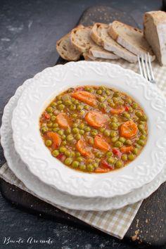 Mâncare de mazăre cu morcov, o rețeta de post foarte simplă și ieftină, cu ingrediente la îndemâna oricui. Cum se face mâncarea de mazăre congelată. Cheesecake, Multicooker, Ratatouille, Chana Masala, Thai Red Curry, Vegan Recipes, Clean Eating, Yummy Food, Lunch